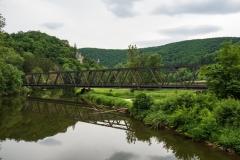 Auch die Eisenbahn muss über den Fluss
